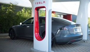 tesla-model-s-supercharger